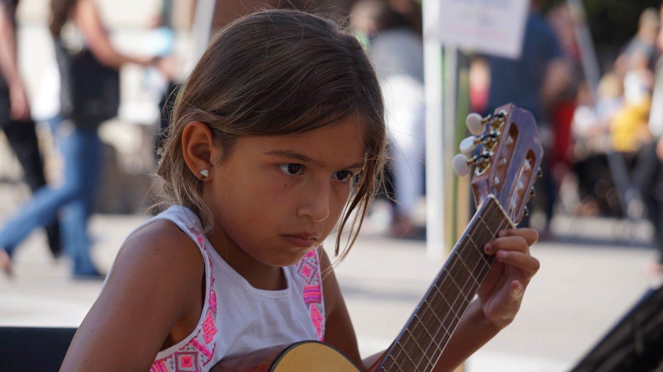 Girl-at-festival-Stl.-e1470332408862